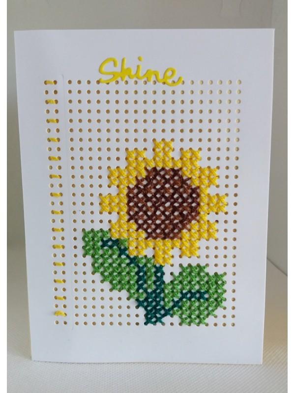 Felicitare cusuta manual pe hartie, floarea soarelui, F4015